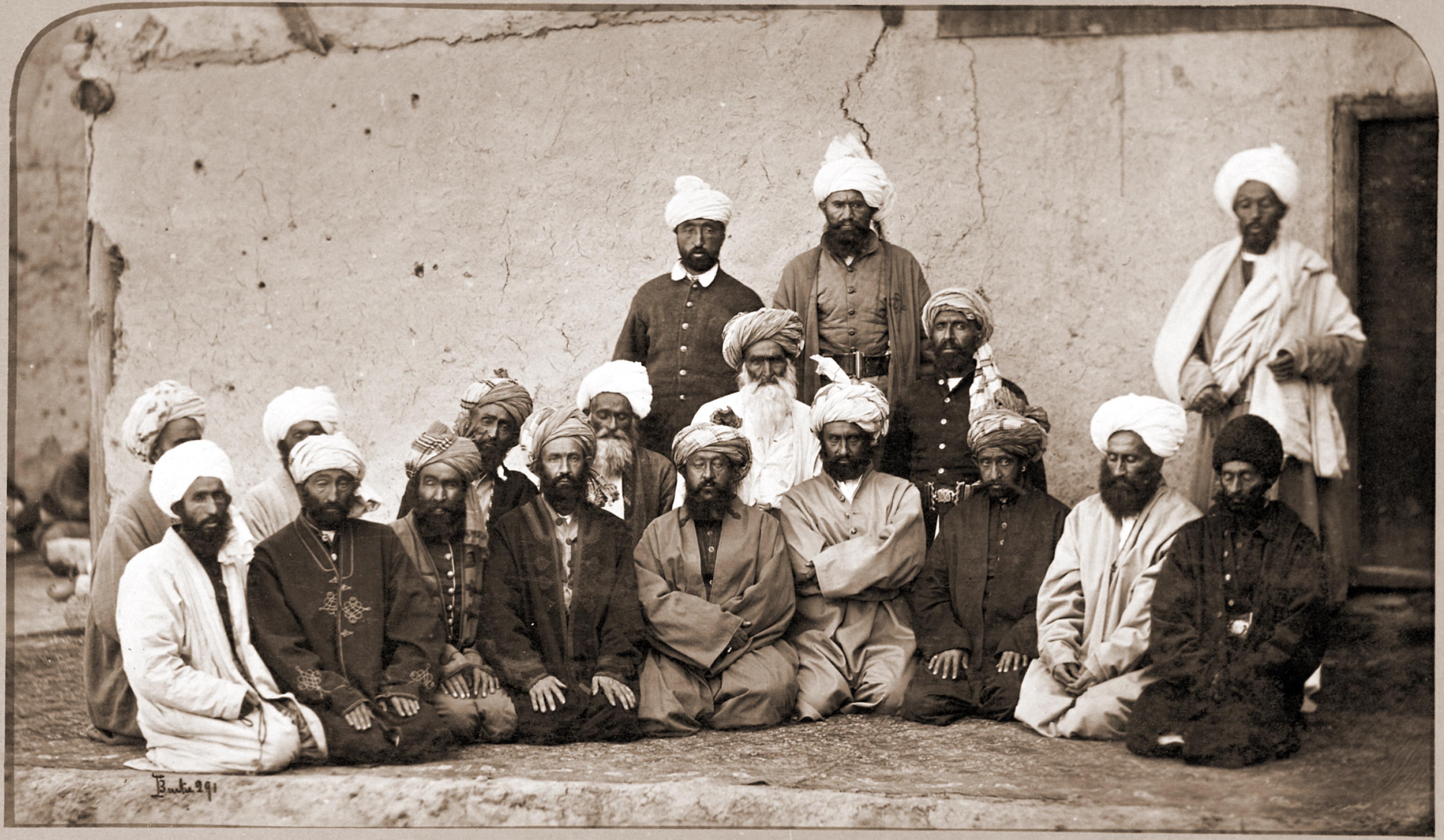 Fichier:Sirdar Habibullah Gilzai and other Khans in 1879-80.jpg