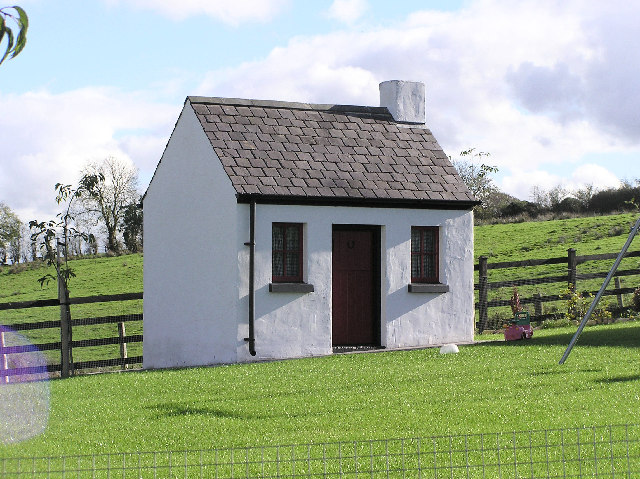 File:Small House   Geograph.org.uk   67901