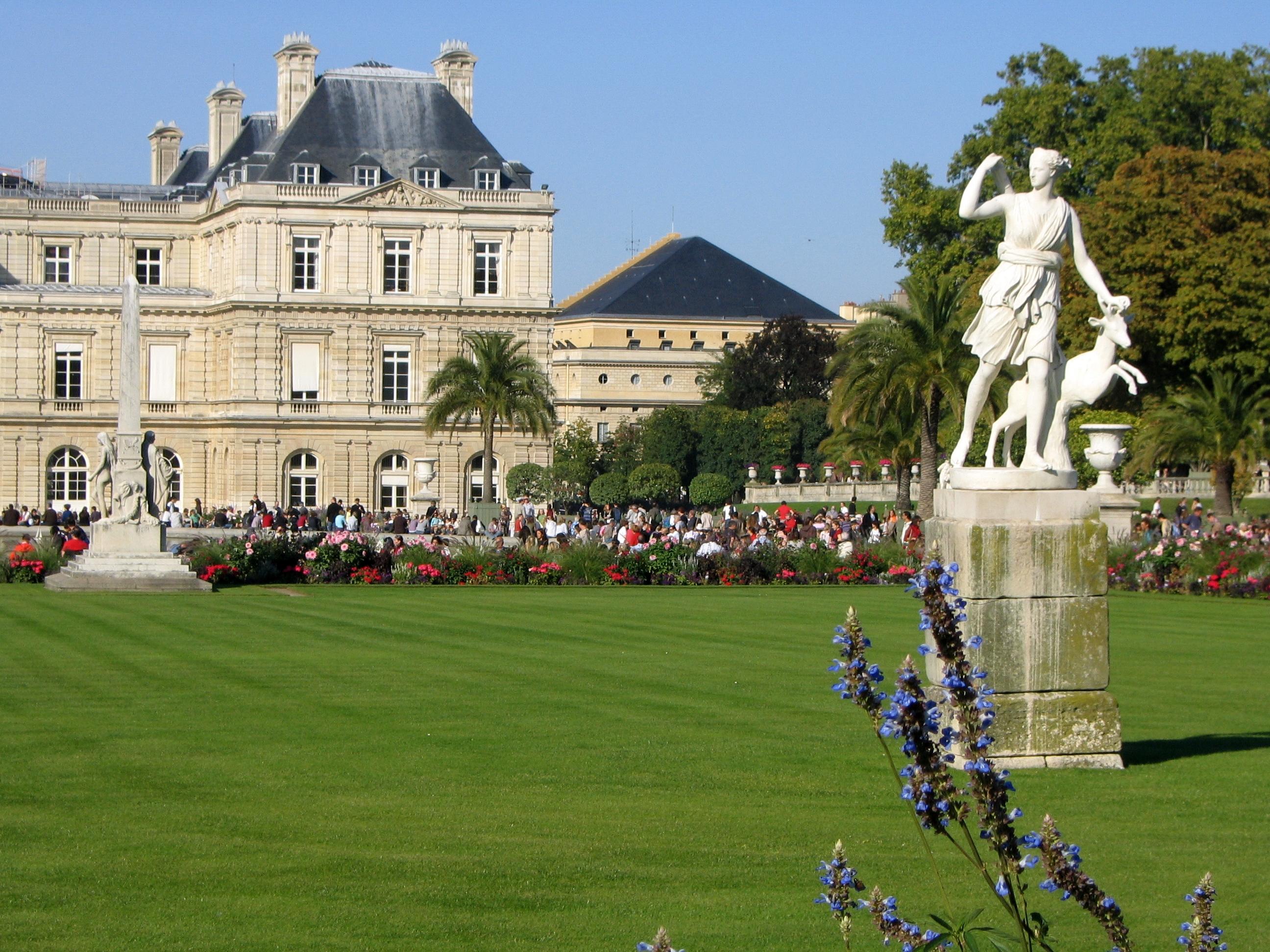 filestatue dans le jardin du luxembourg5jpg - Le Jardin Du Luxembourg