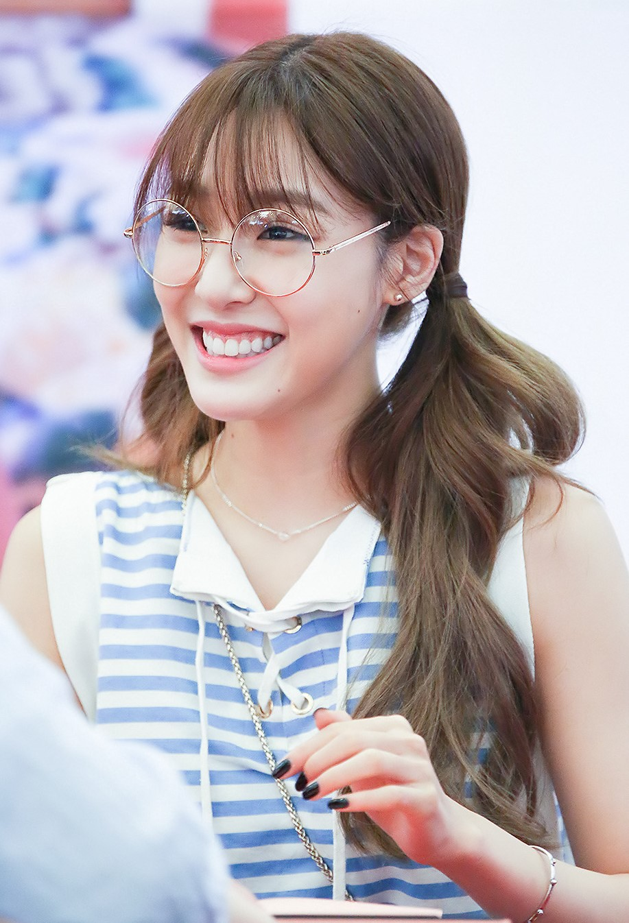 filetiffany hwang at a fansigning in busan in june 2016