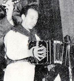 Tránsito Cocomarola, en 1950, tocando en el Trío Cocomarola.