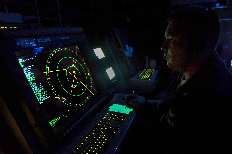 File:US Navy 070913-N-1786N-051 Air Traffic Controller 2nd ...