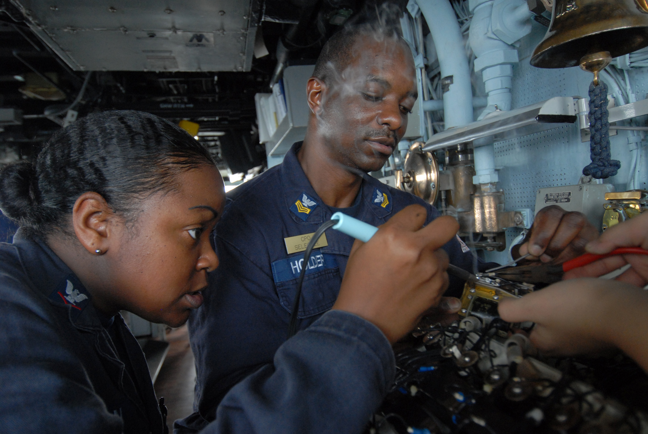 File:US Navy 110809-N-DU438-265 Electrician's Mate 3rd Class ...