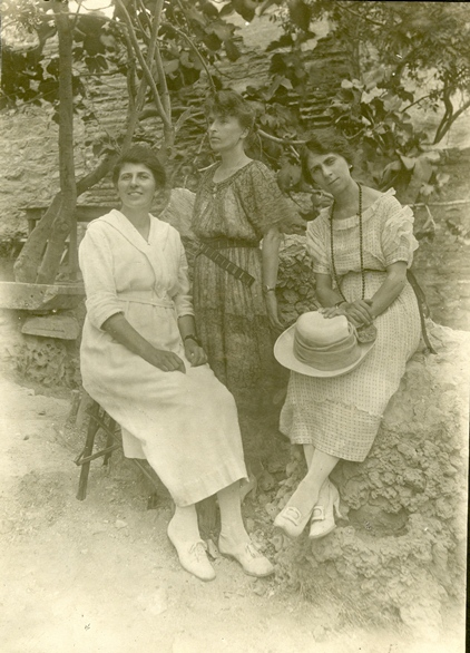 File:Vesta Zook Slagel And Vinora Weaver (9671947203).jpg
