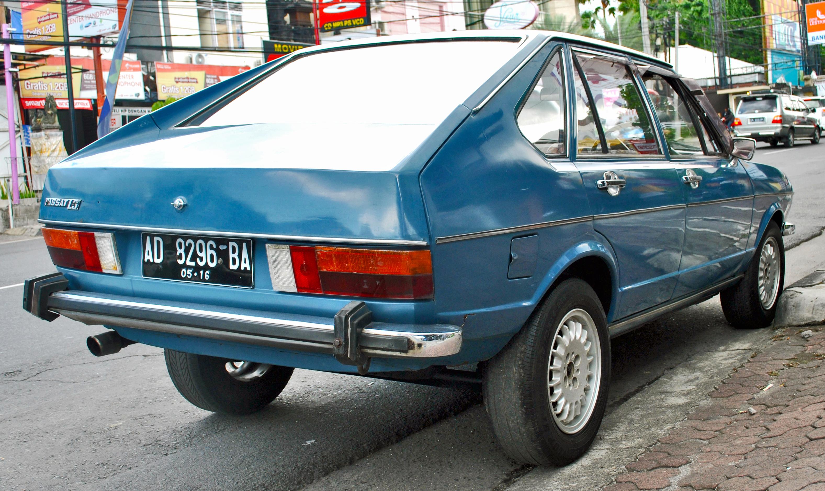 File:Volkswagen Passat B1 (rear), Denpasar.jpg - Wikimedia ...