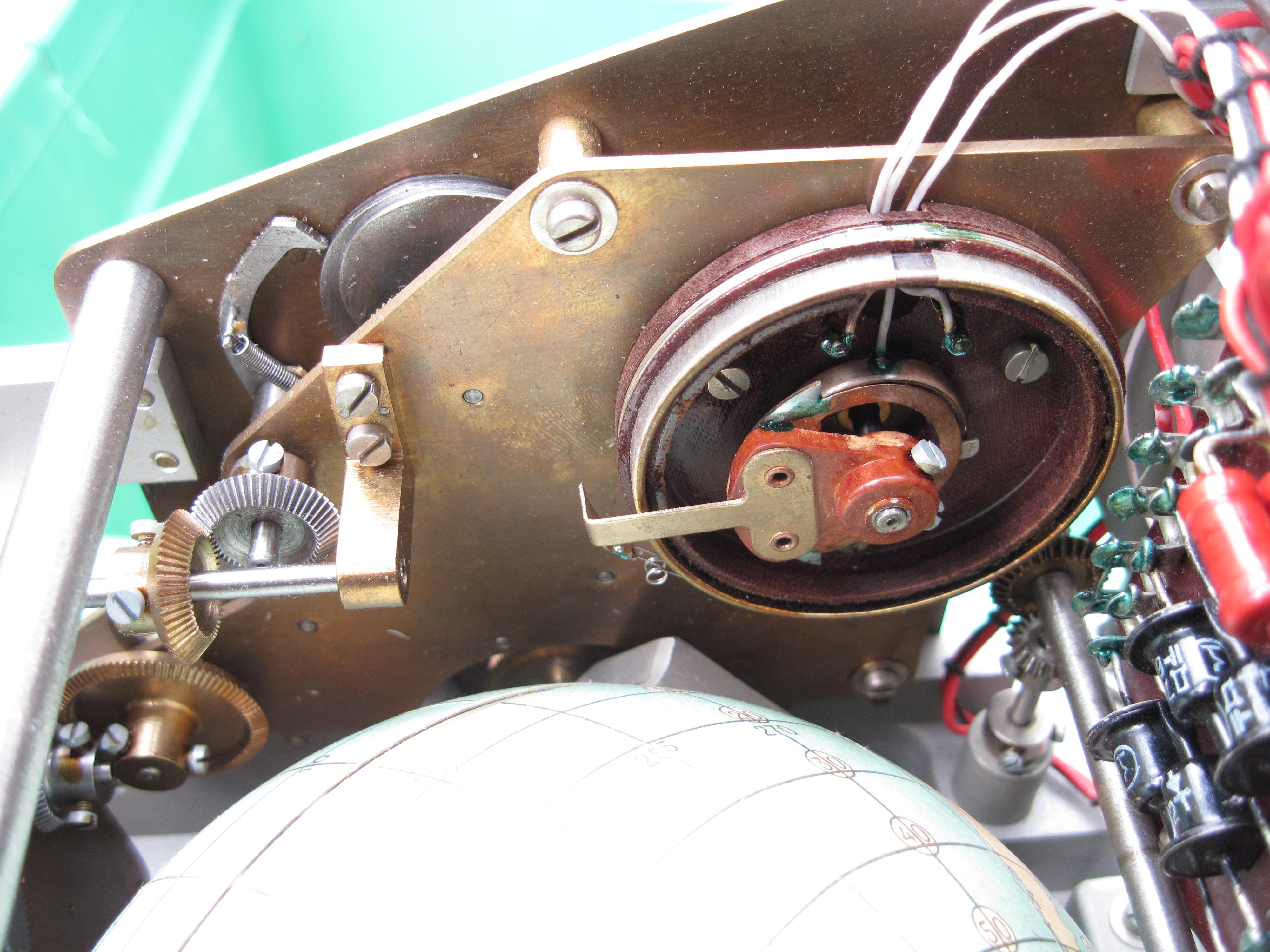 File:Voskhod spacecraft IMP 'Globus' navigation instrument