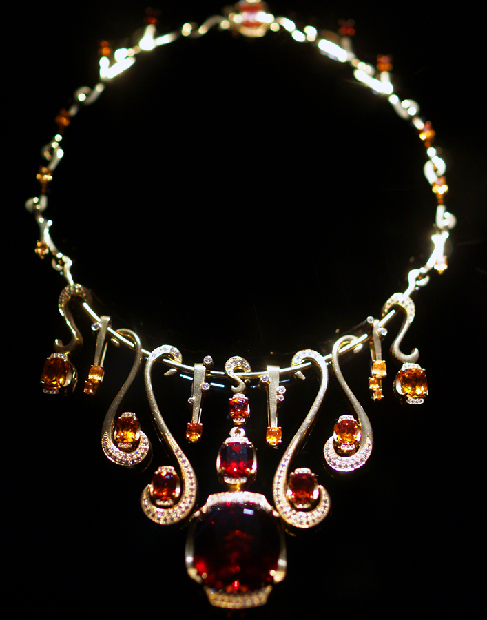 Necklace - Wikipedia