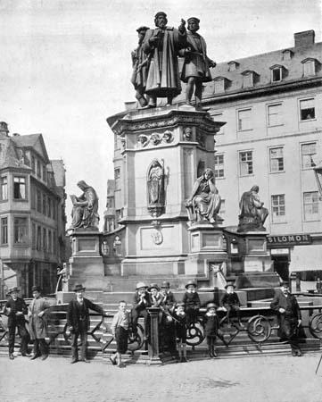 File:WP Gutenbergdenkmal Frankfurt.jpg