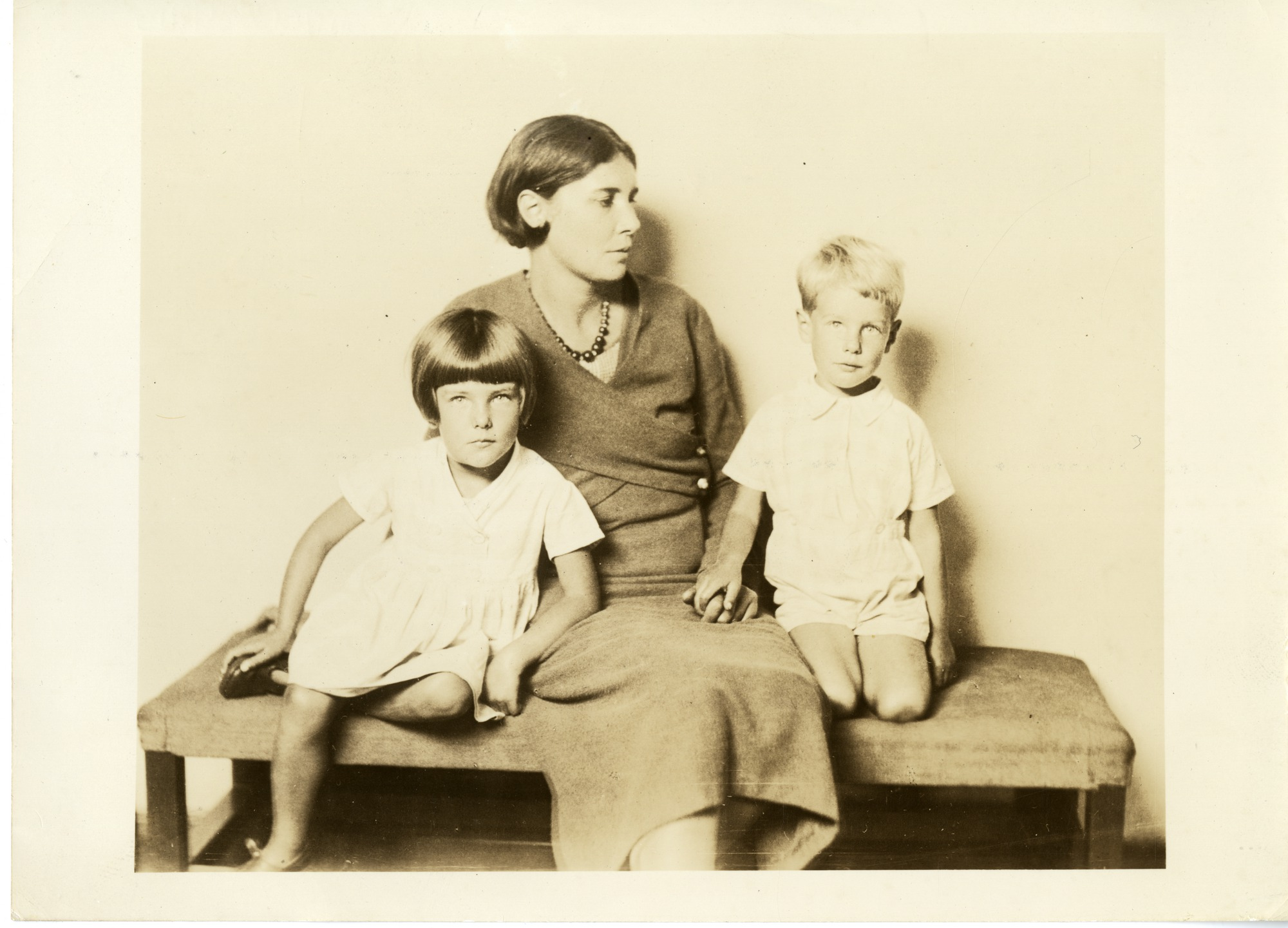 Posters Till Kok : FileWinifred May de Kok (18931969) and her childrenjpg  Wikimedia