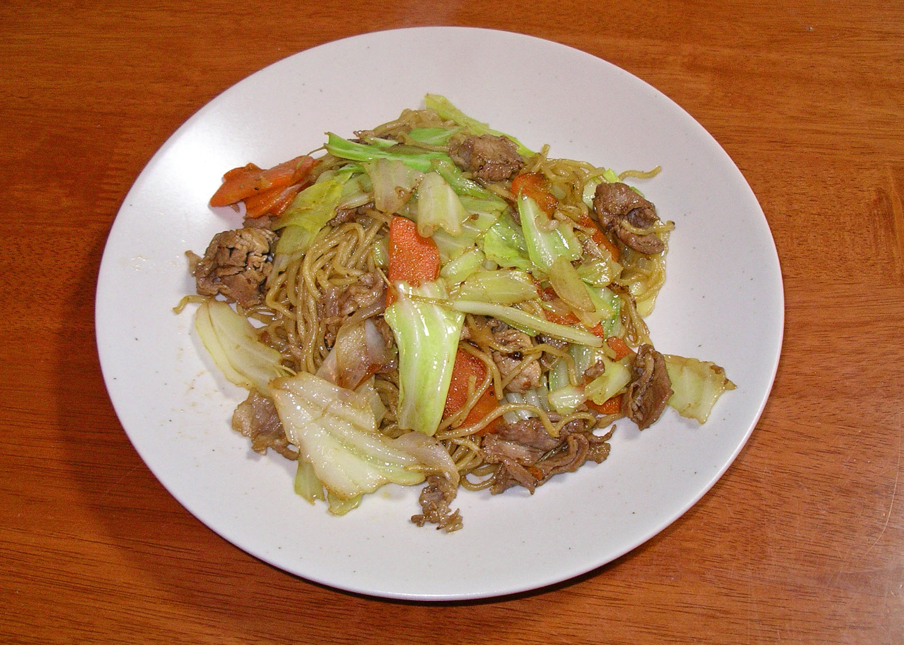 File:Yakisoba (fried noodles) with pork, onions, cabbage and carrot ...