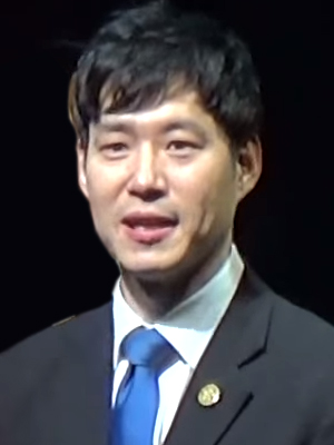 Yoo Jun-sang in 2015.jpg