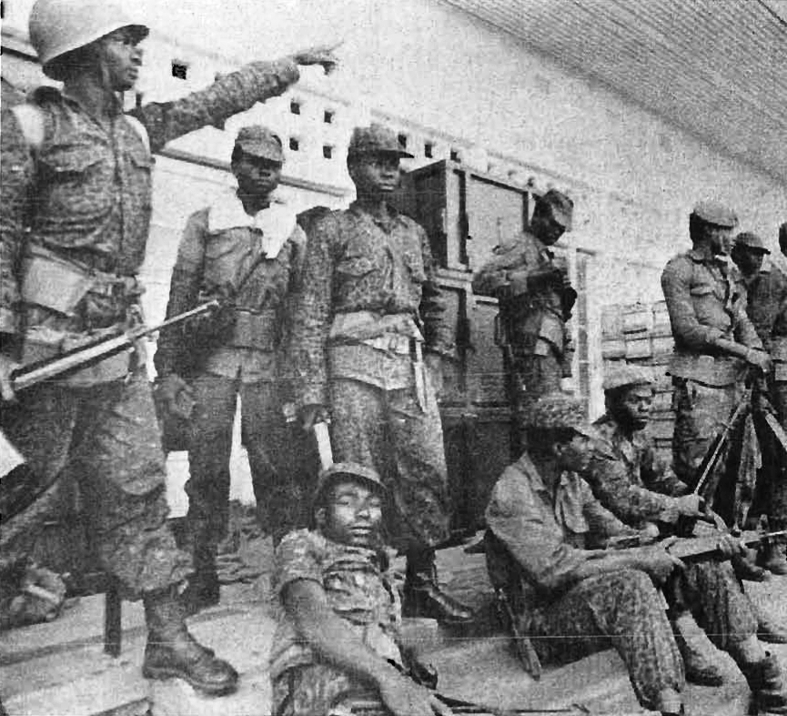 upload.wikimedia.org/wikipedia/commons/b/b1/Zairian_troops.jpeg