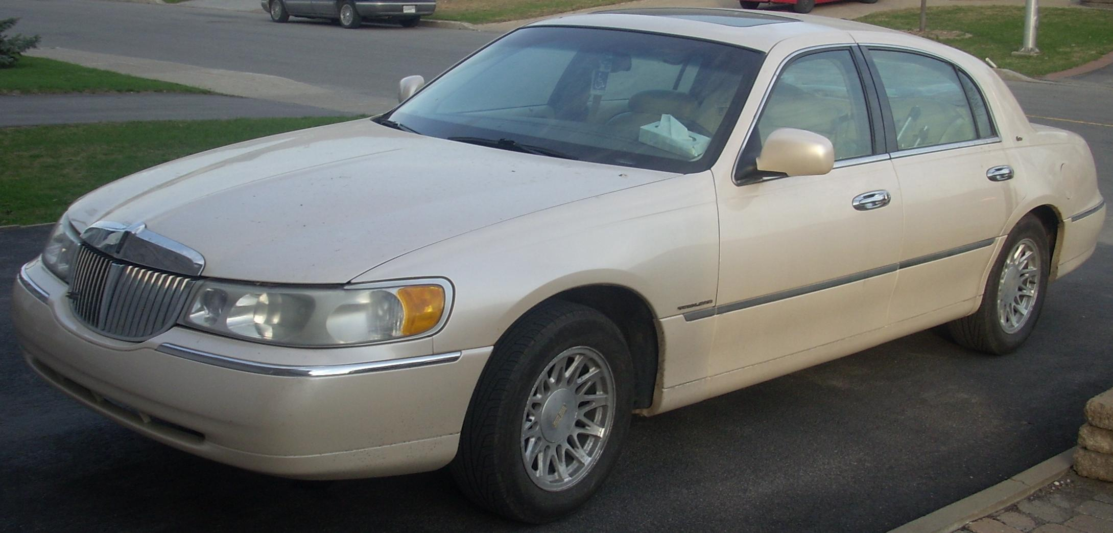 file98 02 lincoln town car cartier
