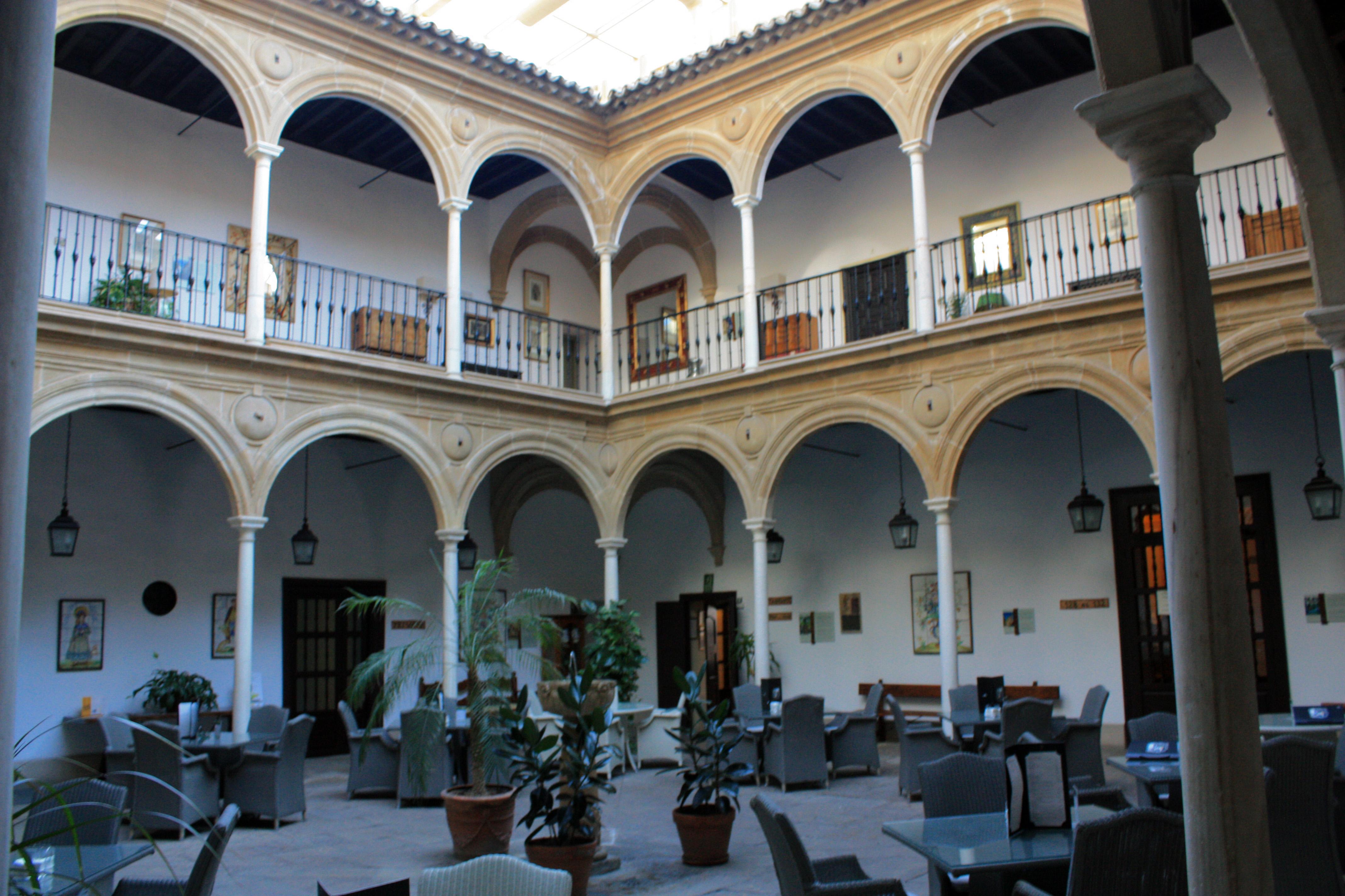 File:Úbeda-Palacio del Déan Ortega-Patio-20110919.jpg - Wikimedia Commons