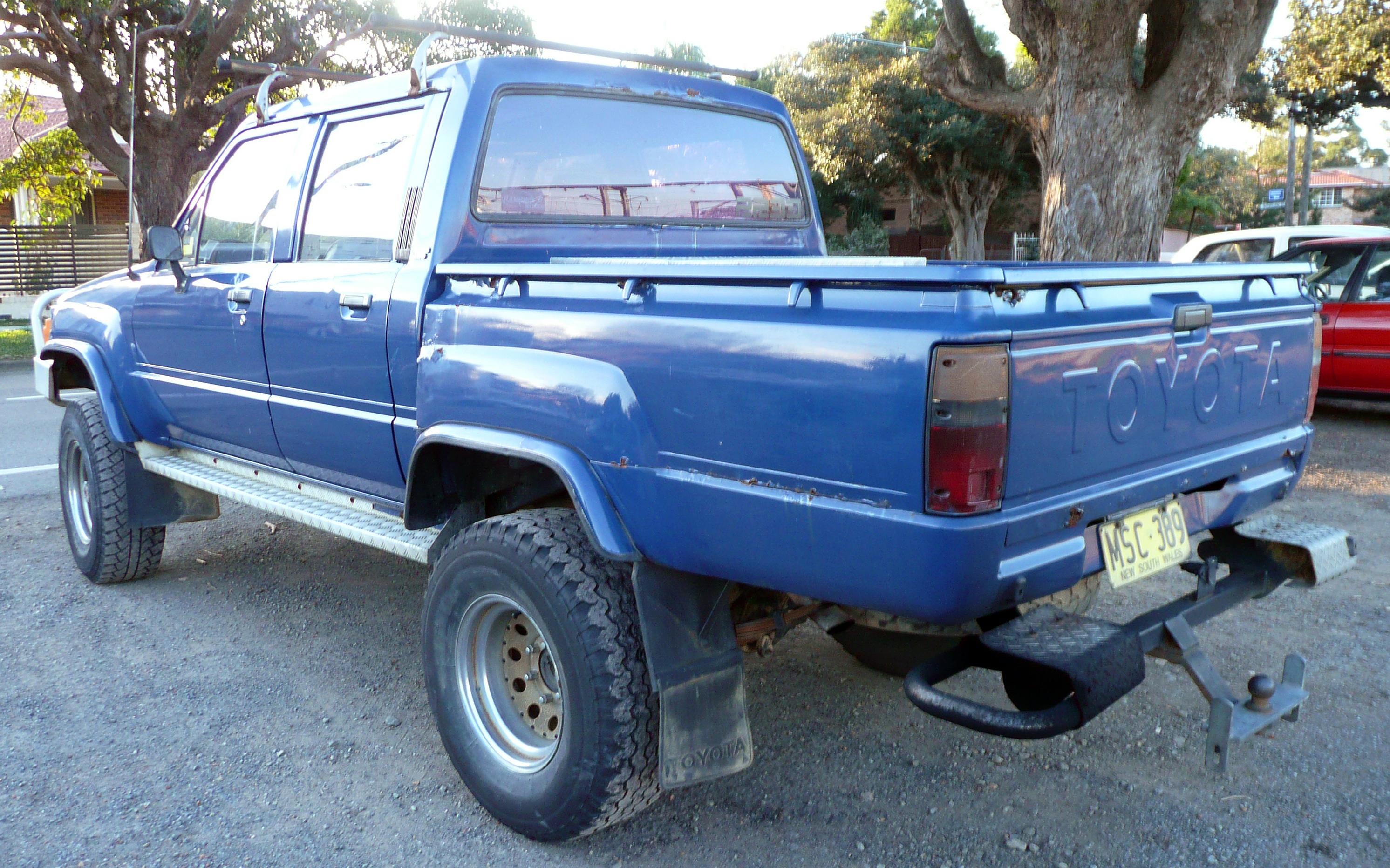 File 1983 1988 Toyota Hilux 4 Door Utility 01 Jpg