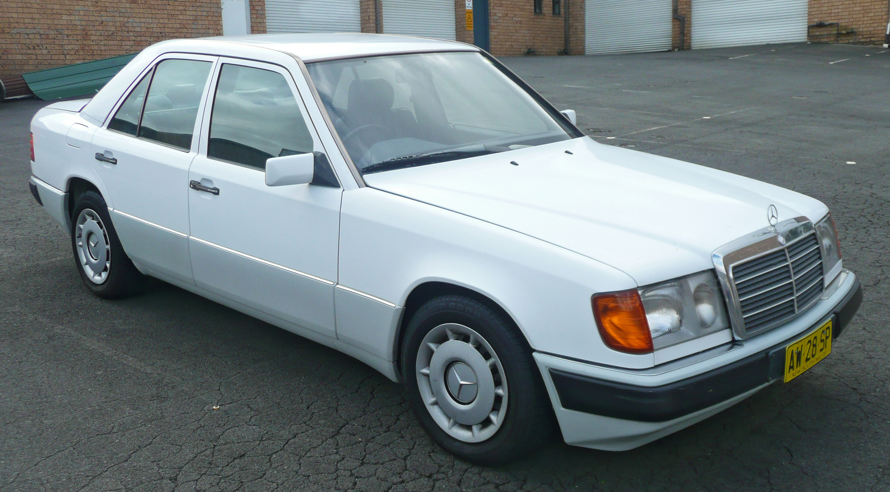 Dosya 1990 1993 mercedes benz 230 e w124 sedan for How much is a 1990 mercedes benz worth
