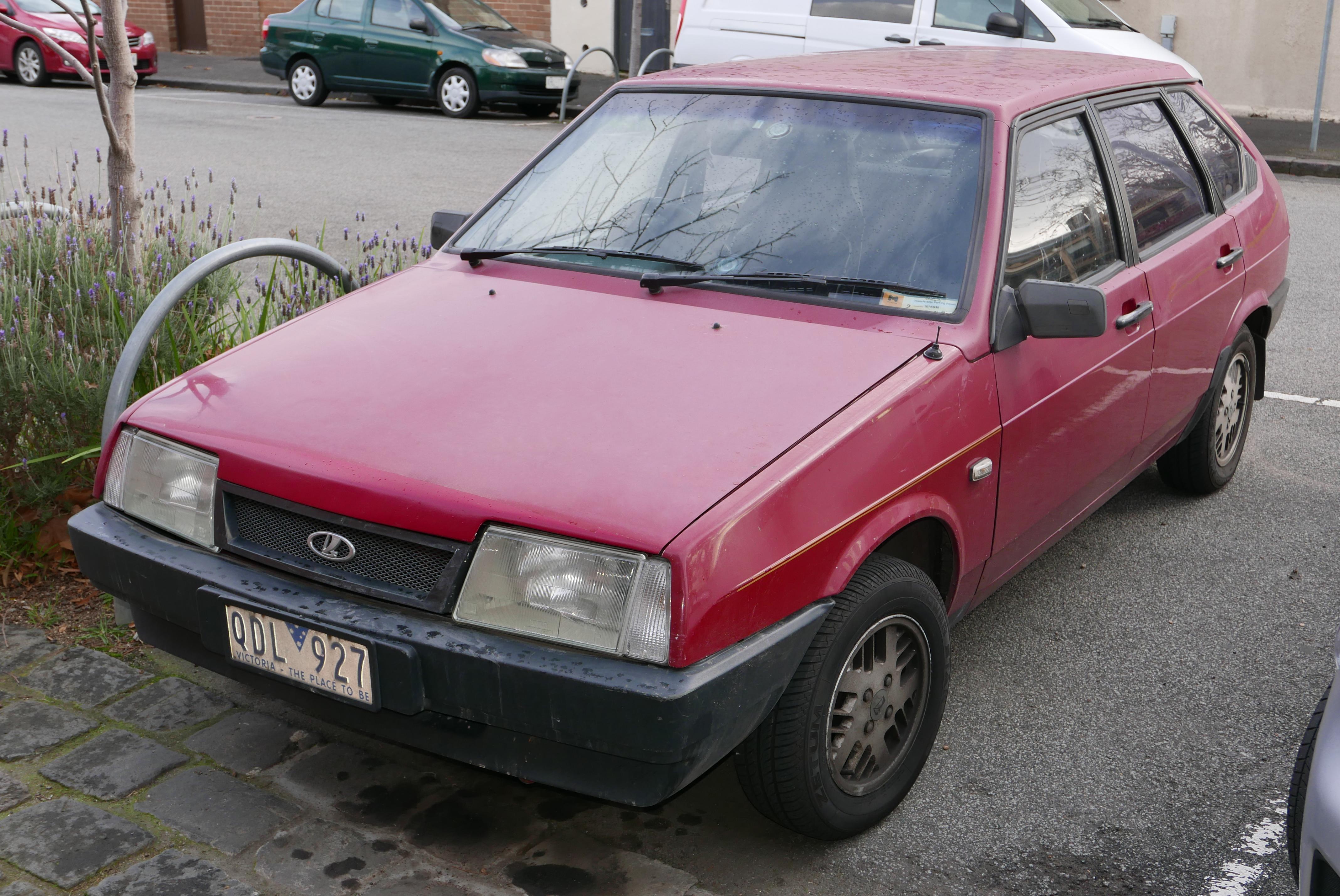 1991_Lada_Samara_1300_5-door_hatchback_(
