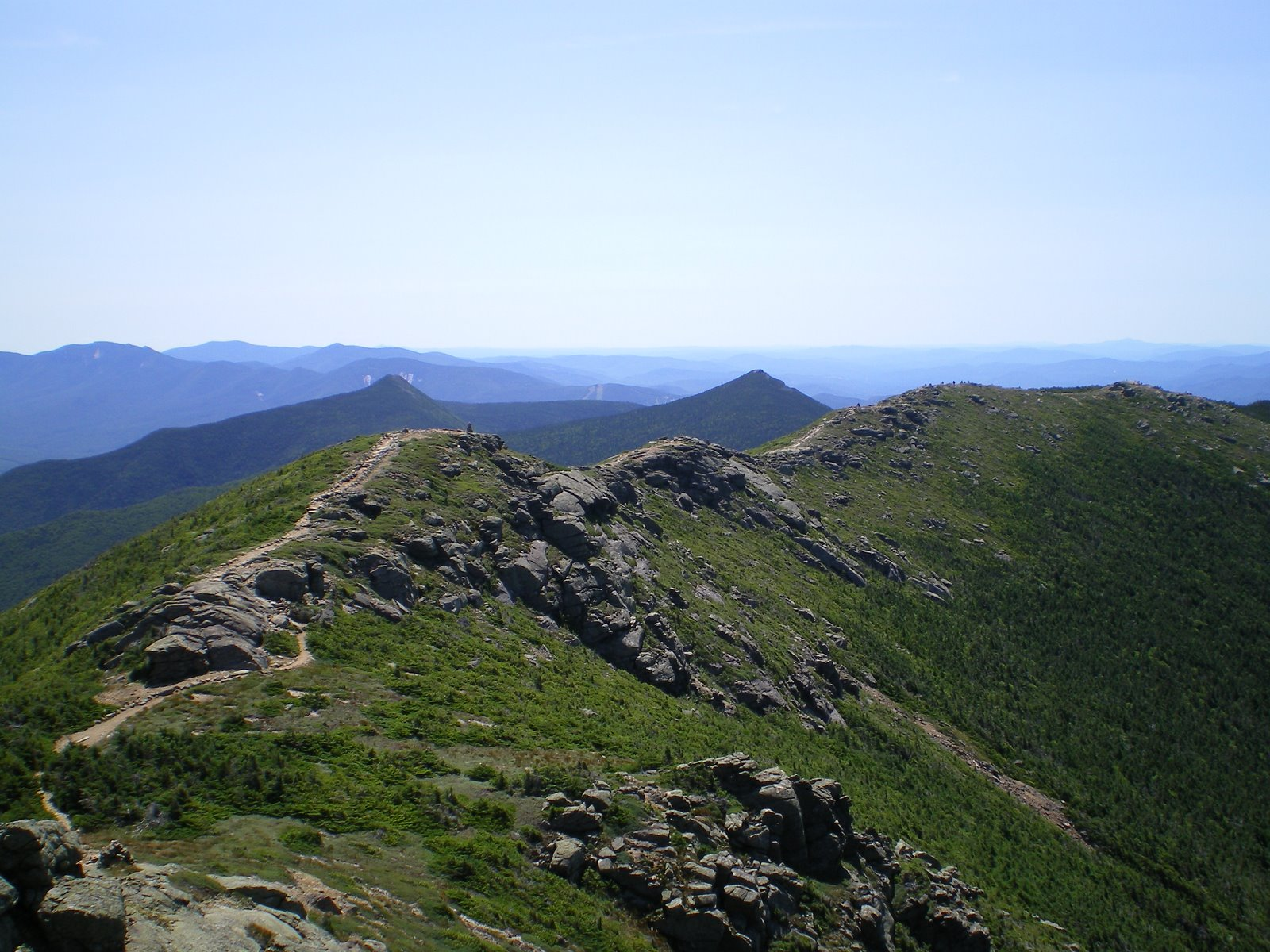 https://upload.wikimedia.org/wikipedia/commons/b/b2/AT_-_Franconia_Ridge.JPG