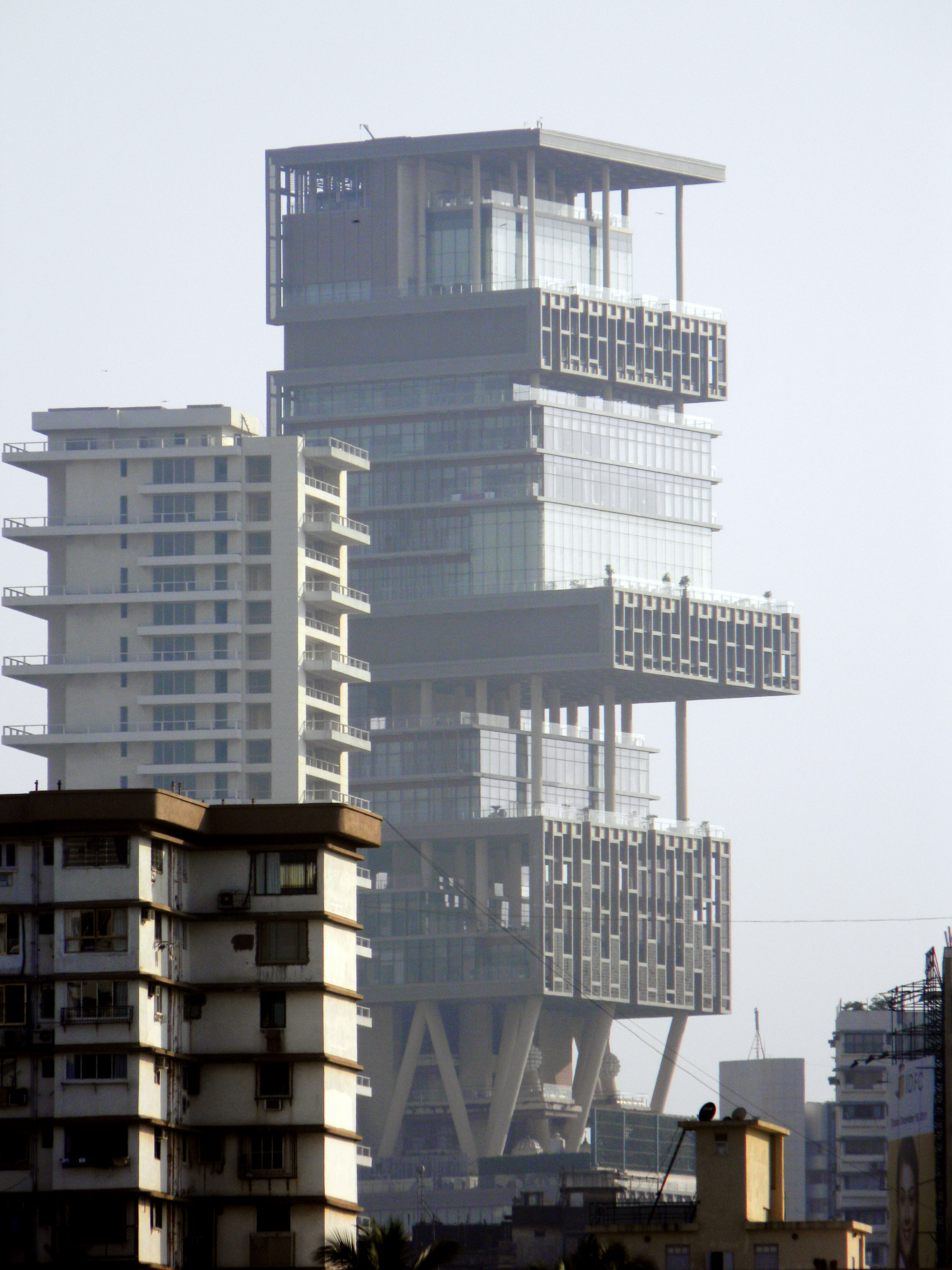 Antilia building for Cost of building a house in wisconsin