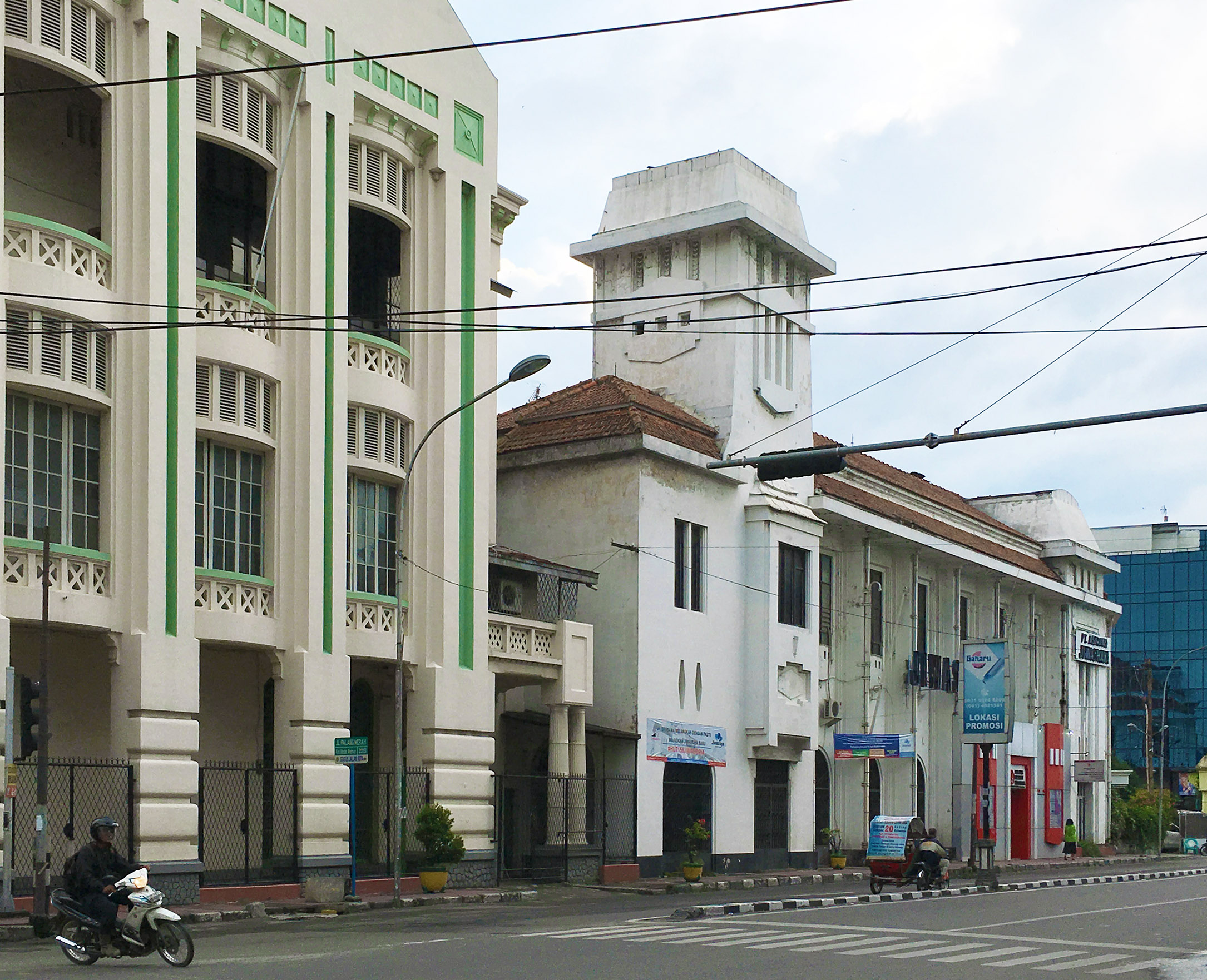 Beberapa Bangunan lama di Jalan Palang Merah