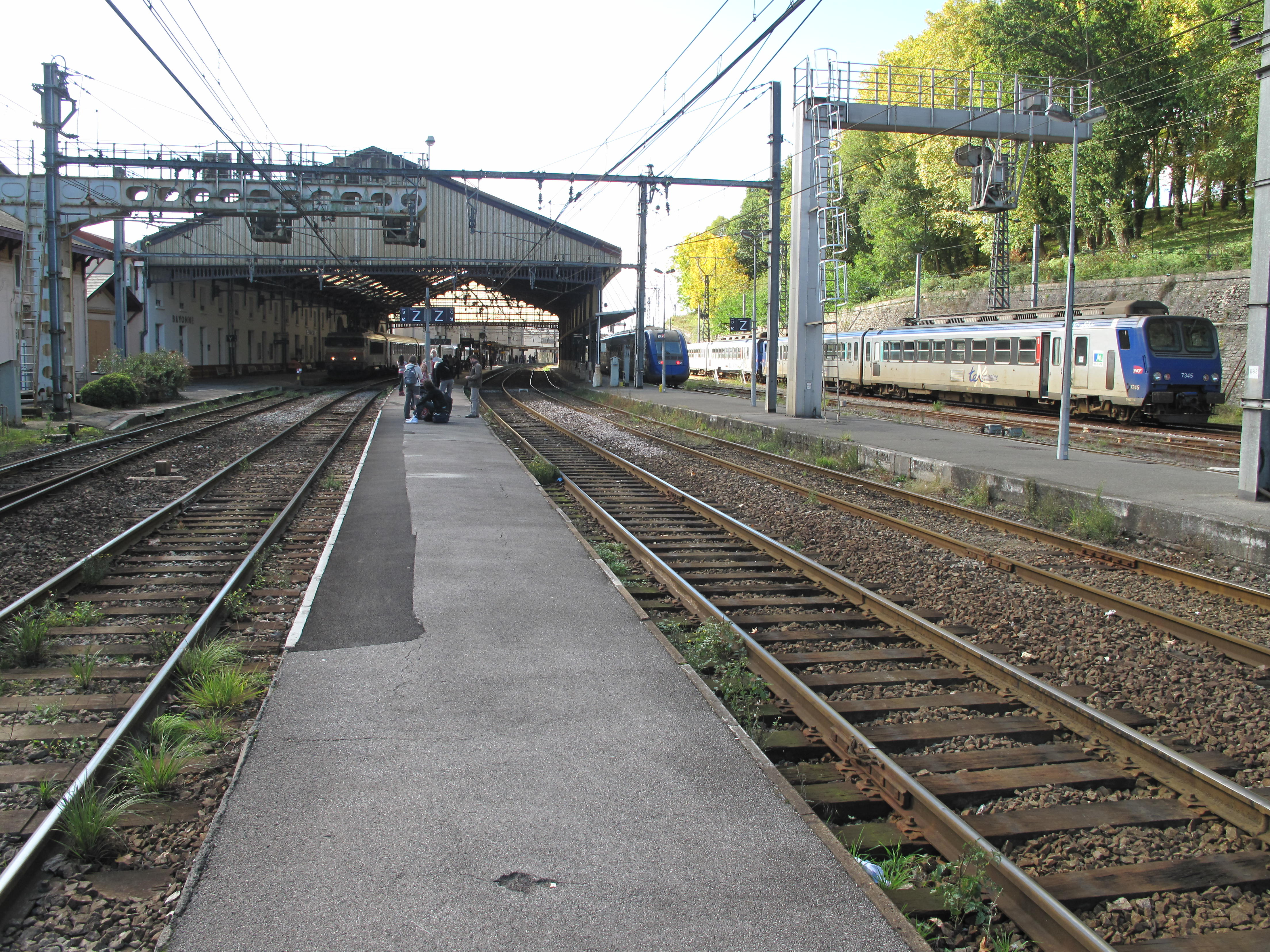 file bayonne train station platforms from wikimedia commons. Black Bedroom Furniture Sets. Home Design Ideas