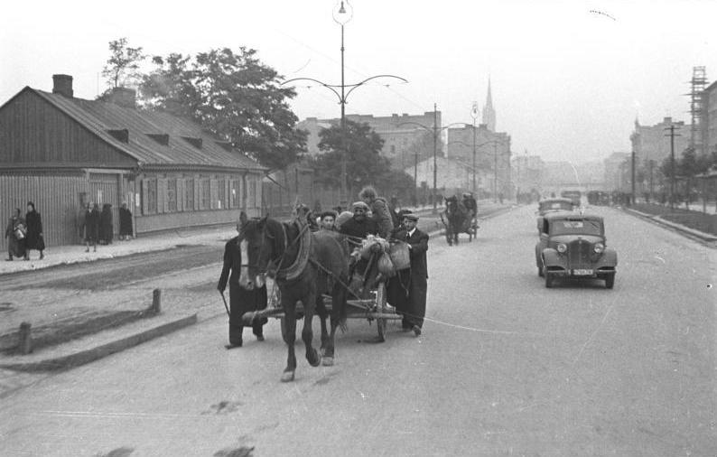 Bundesarchiv Bild 101I-001-0285-15A, Warschau, Straßenszene.jpg