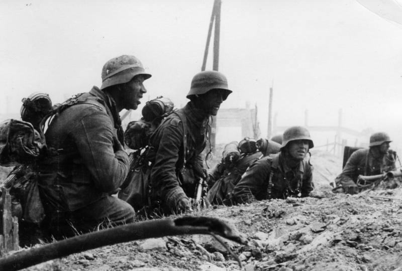 Bundesarchiv Bild 146-1971-107-40, Russland, Kampf um Stalingrad, Infanterie.jpg