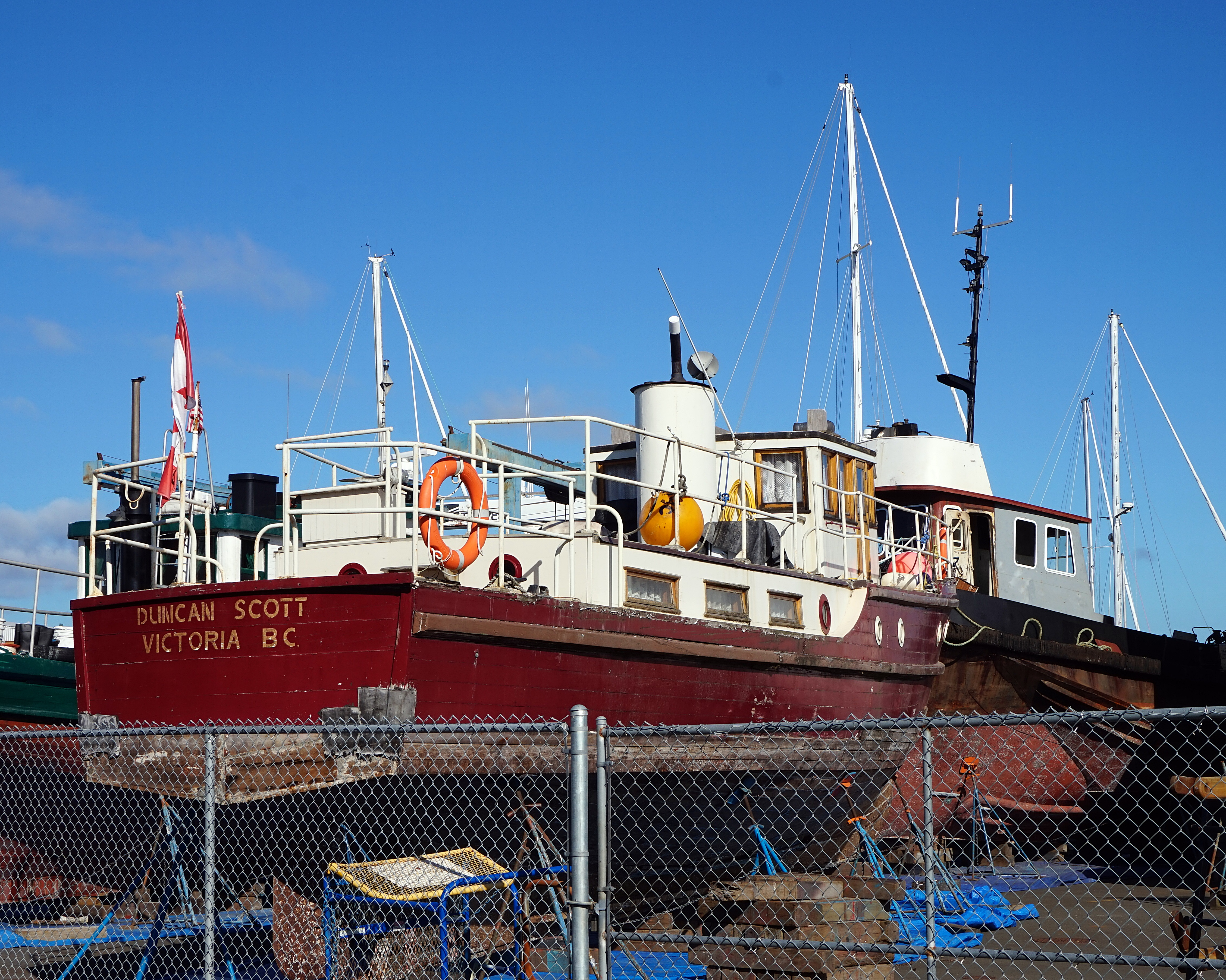 File:campbell River Dry Dock, Vancouver Island, British Columbia, Canadag
