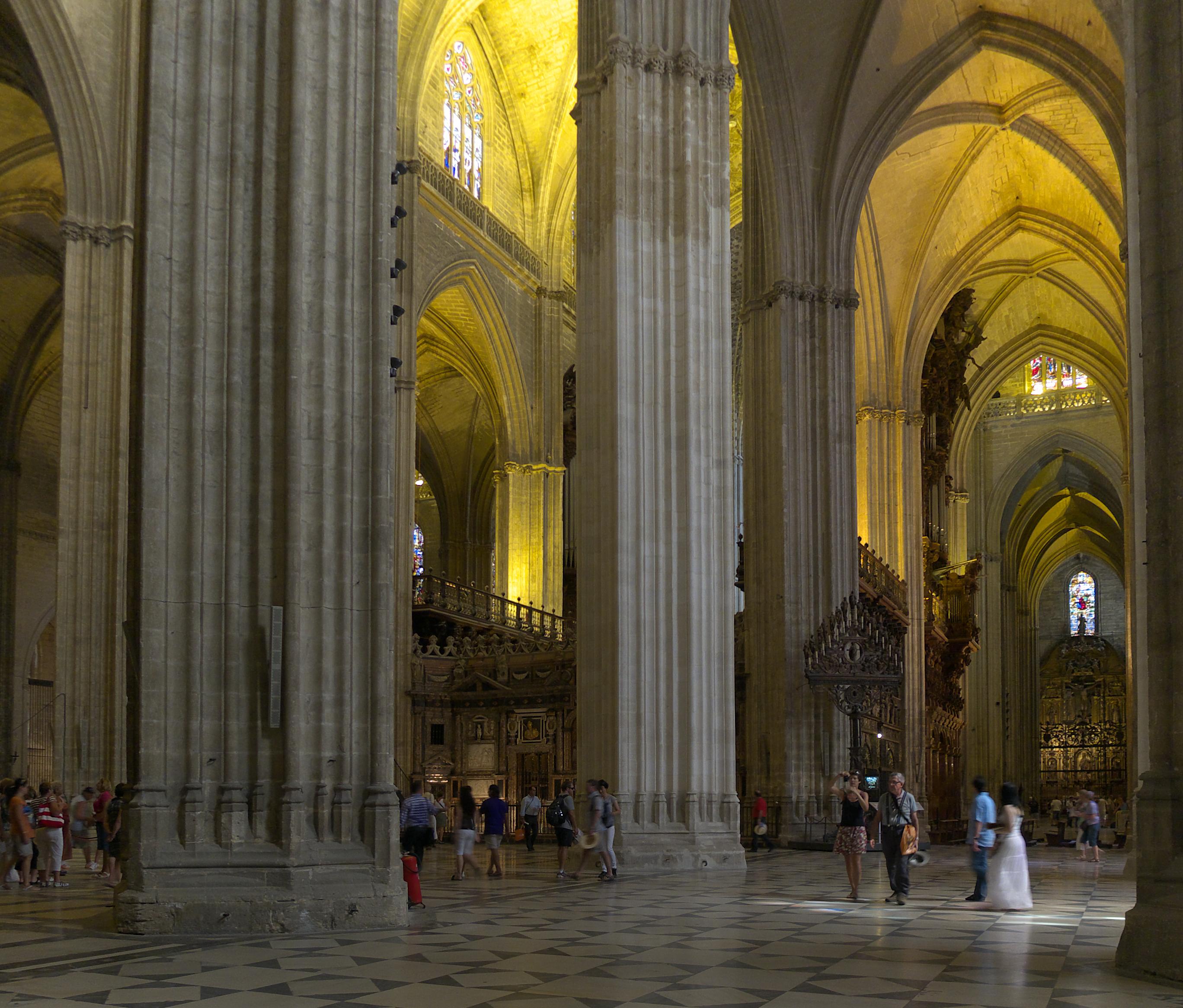 Clothing in spain rick steves travel forum - Catedral de sevilla interior ...