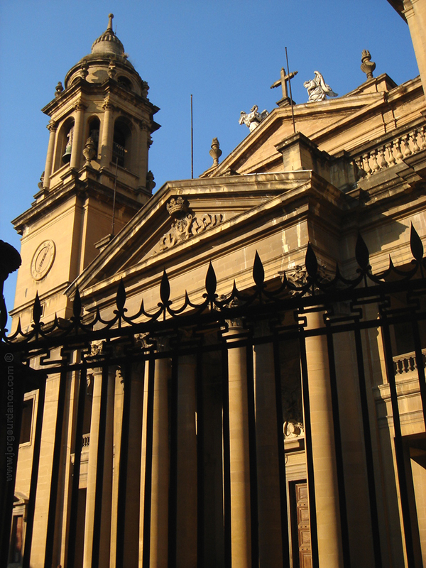 File:Catedral pamplona fachada neoclasica.jpg - Wikimedia Commons