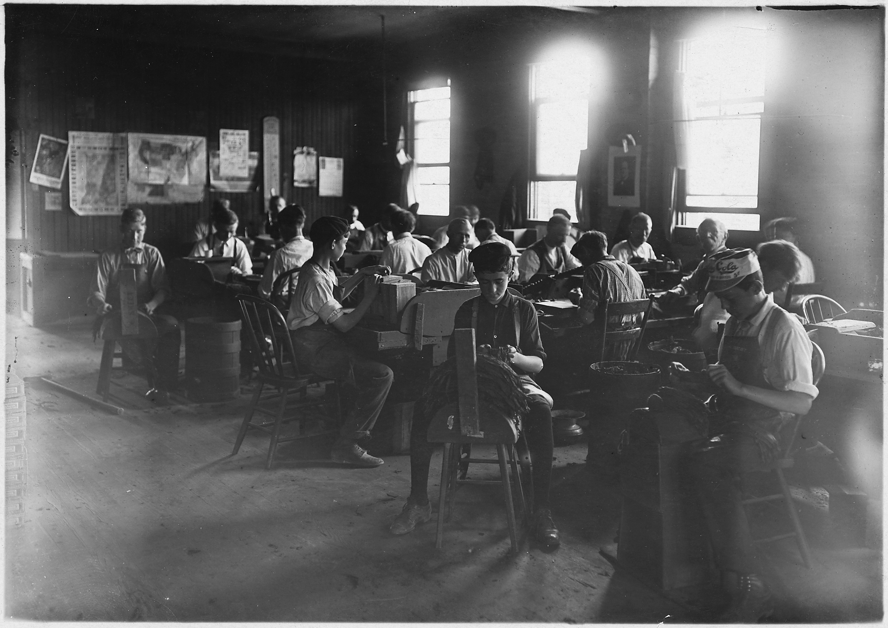 File:Cigar factory. Boys in foreground. Indianapolis, Ind ...