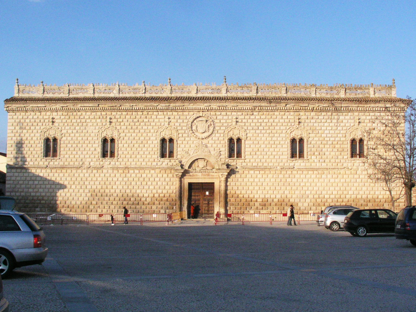 Fachada principal del palacio de Cogolludo