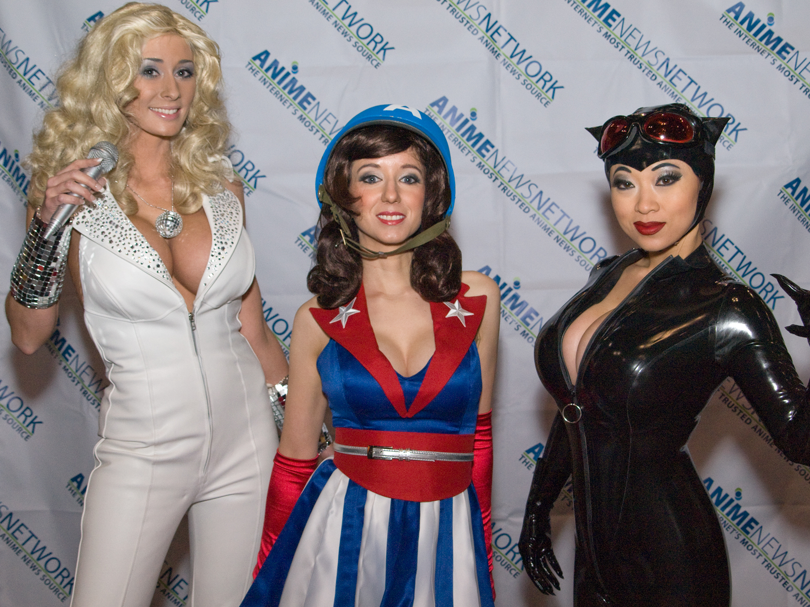 File:Cosplayers at NYCC 2011 (6254195541).jpg - Wikimedia ...