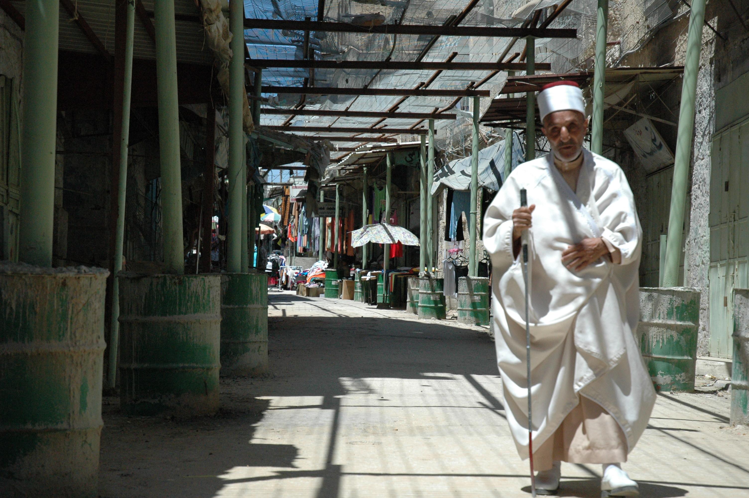 http://upload.wikimedia.org/wikipedia/commons/b/b2/Deserted_Old_City_Market_(Hebron).jpg