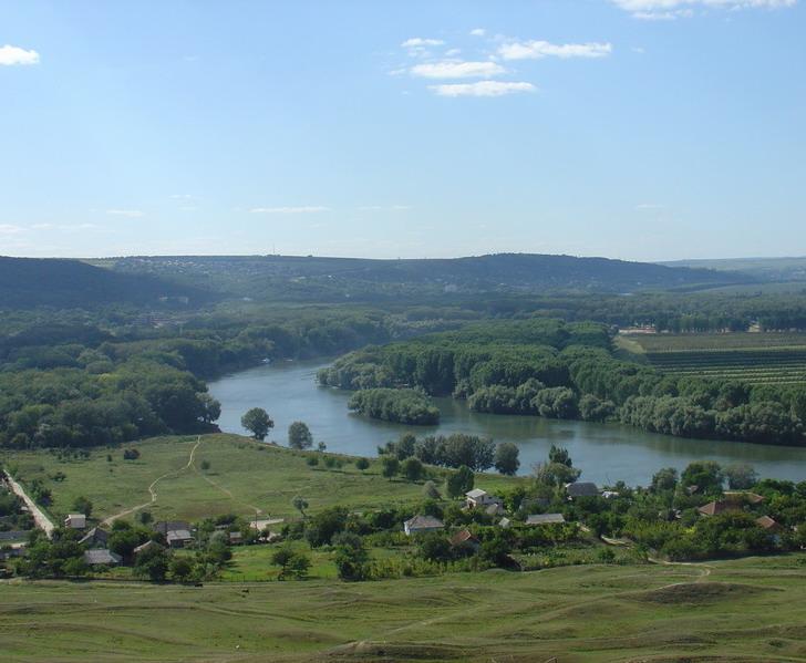 Pemandangan di Moldova, dengan Sungai Dniester