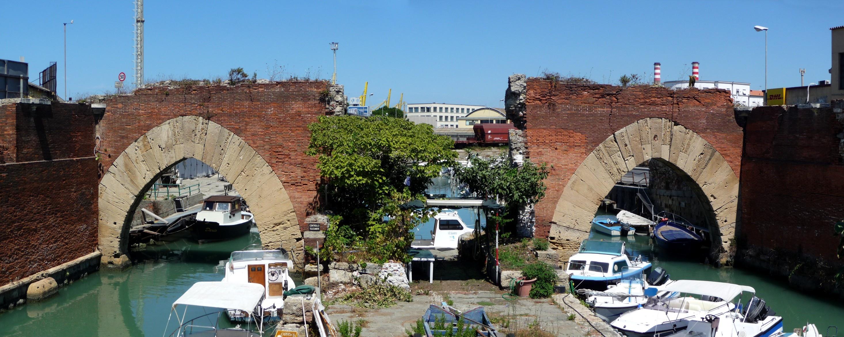 File:Dogana d'acqua, Livorno.jpg - Wikimedia Commons