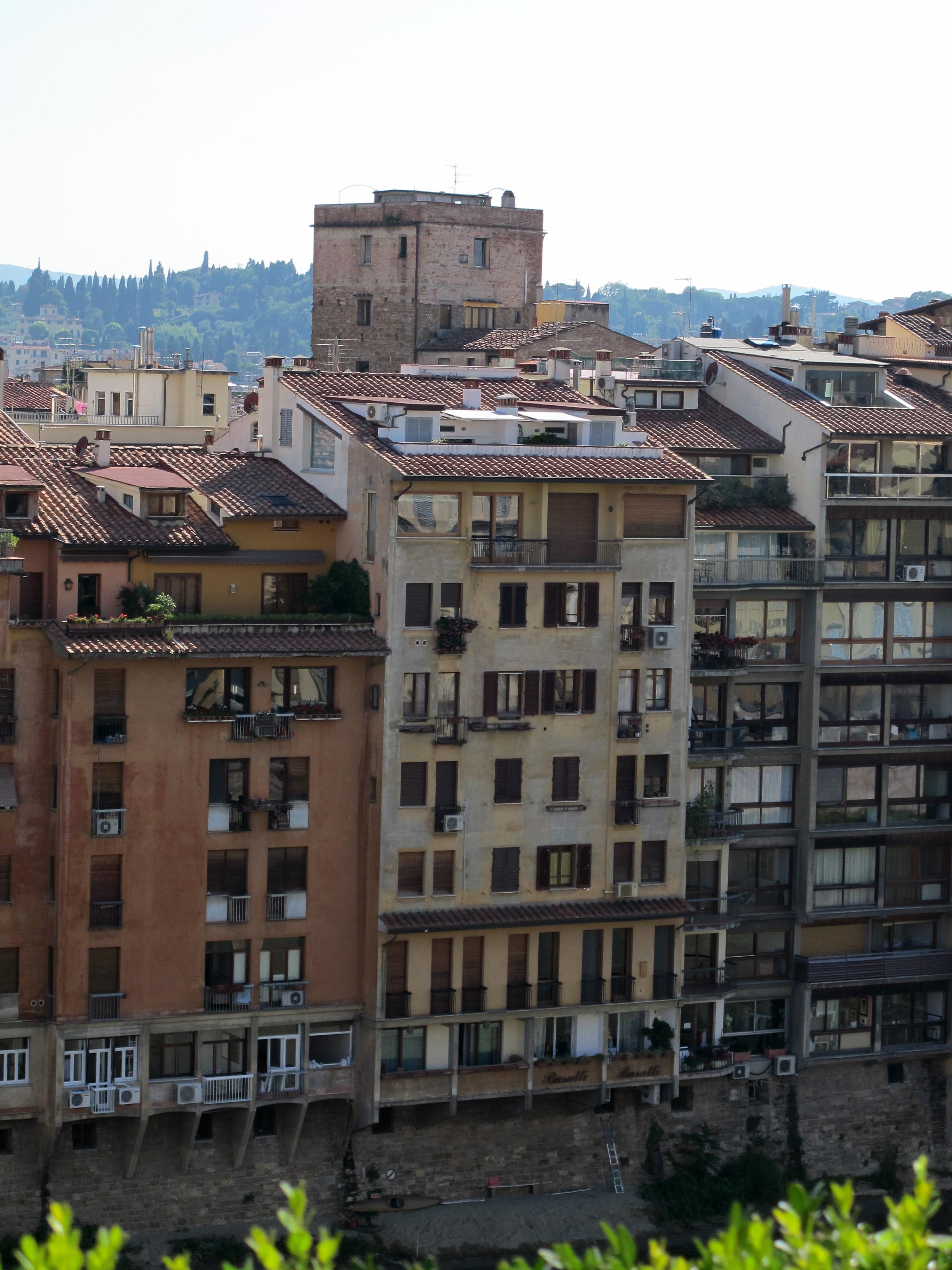 File:Edificio accanto alla torre dei consorti, veduta dalla terrazza ...