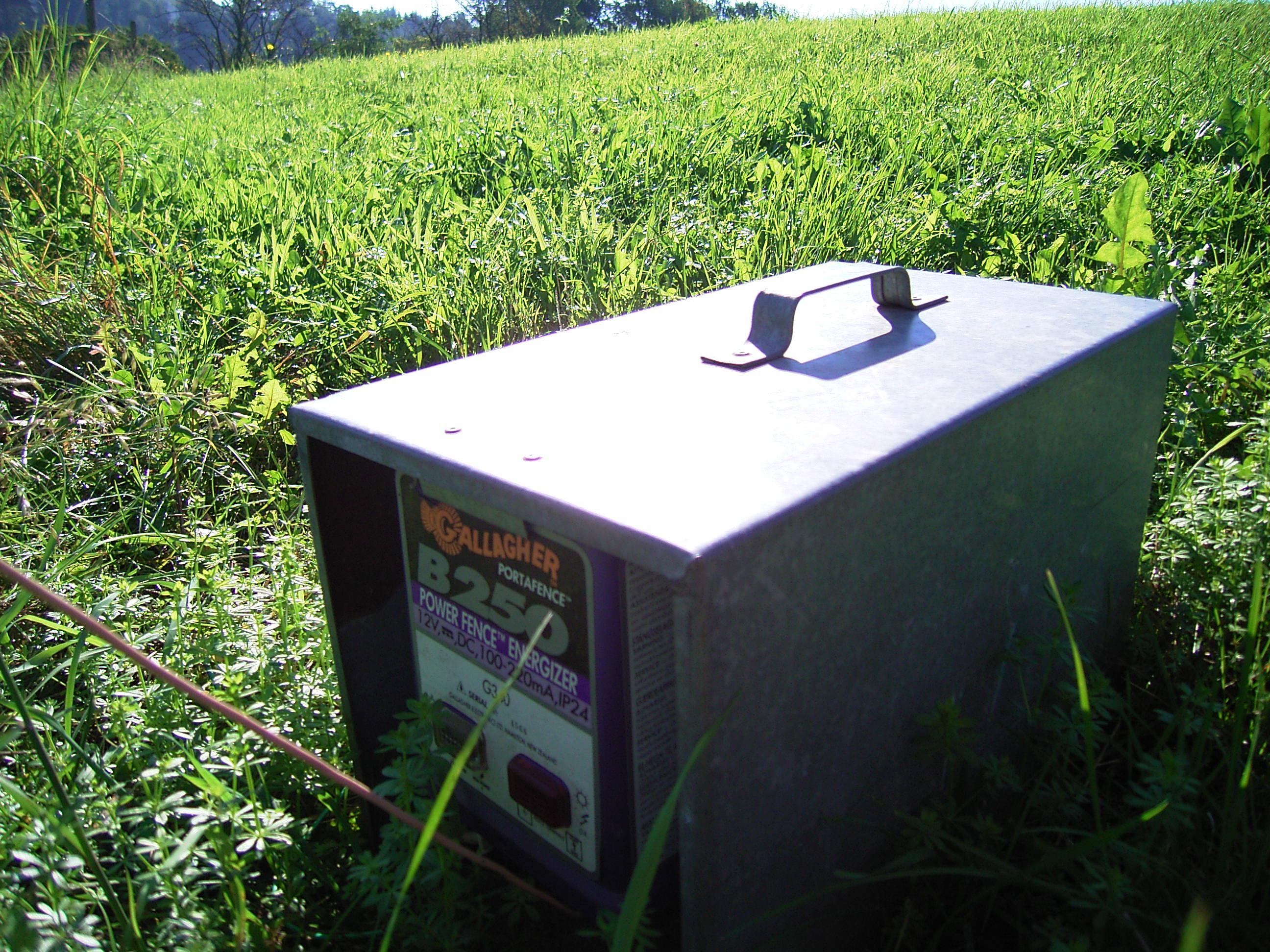 Datei:Elektrischer Weidezaun - Spannungserzeuger.jpg – Wikipedia