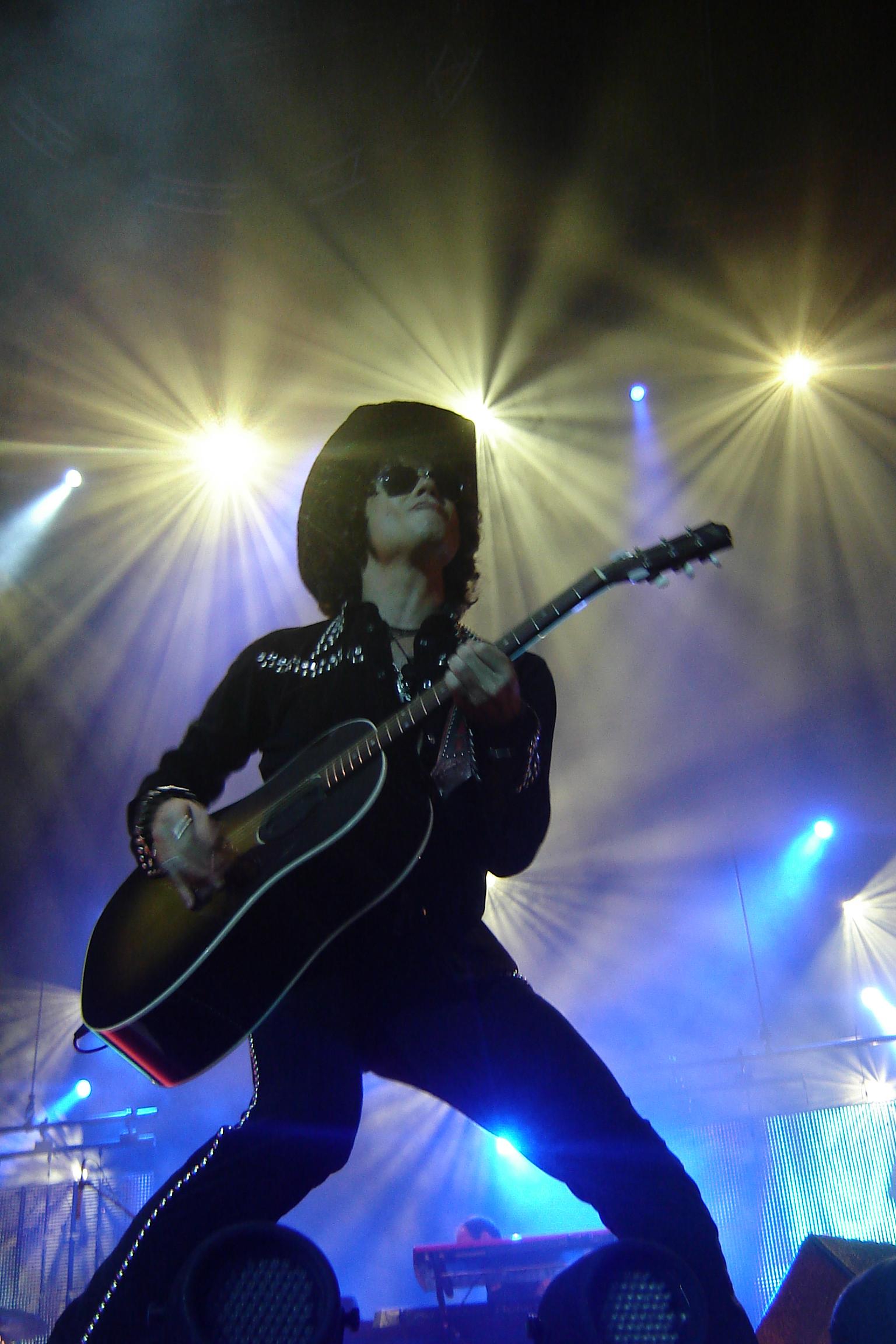 Actuación del cantante en la gira Hellville de Tour.