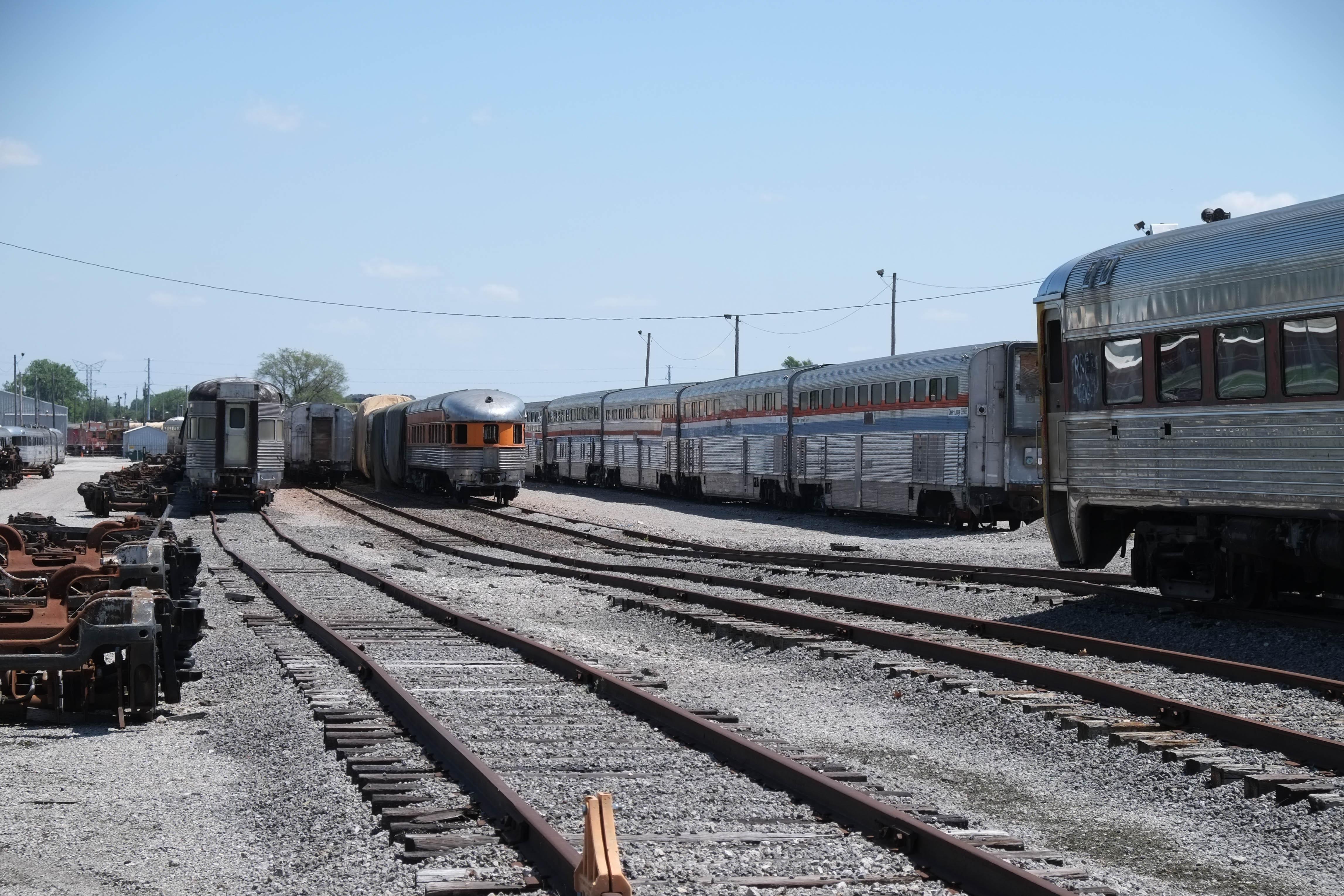 File:Equipment in Gateway Rail Services yard, May 2017 jpg
