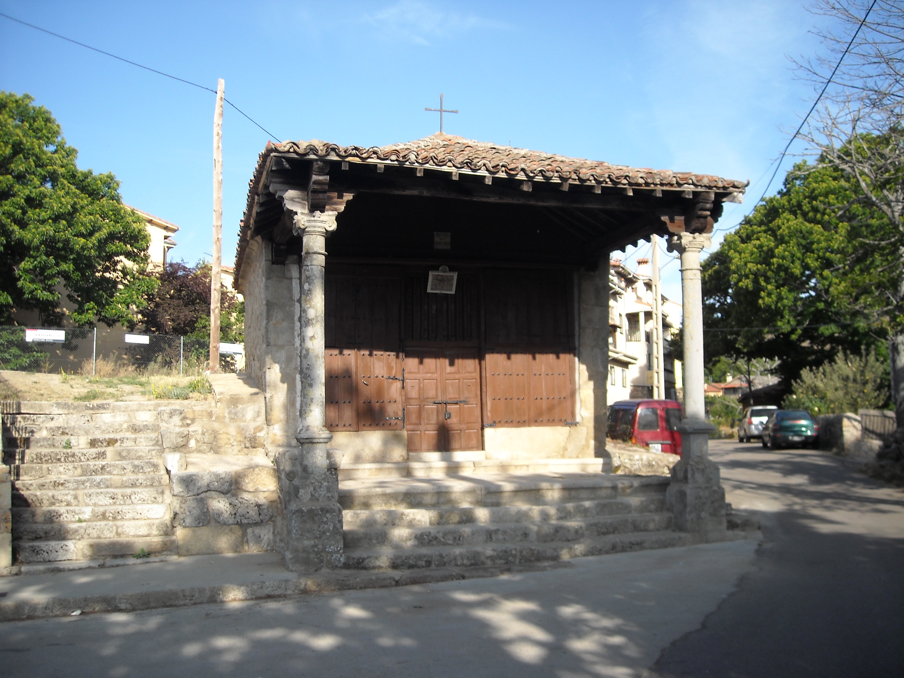 https://upload.wikimedia.org/wikipedia/commons/b/b2/Ermita_del_Humilladero%2C_La_Alberca.JPG