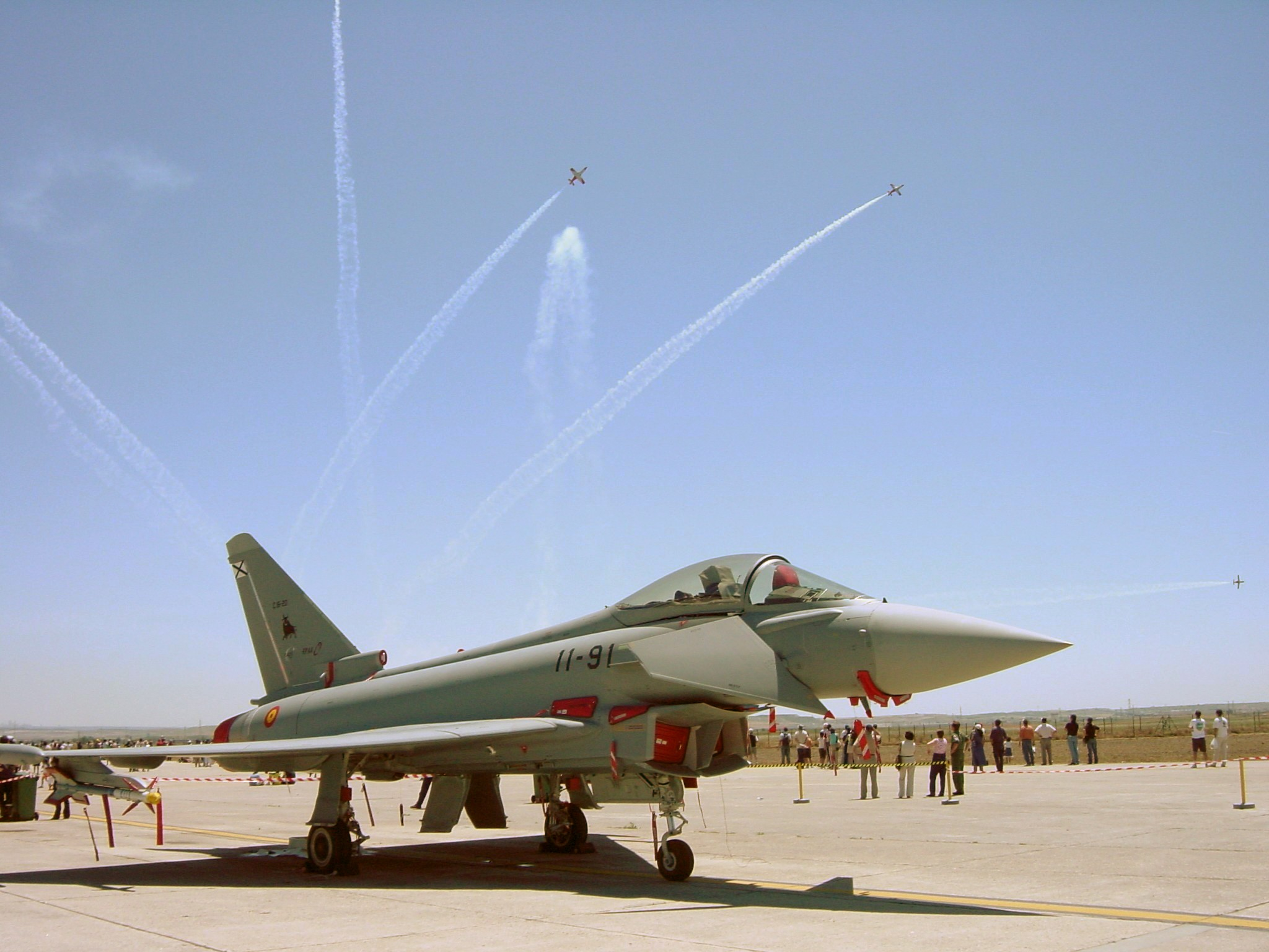 Descripción: http://upload.wikimedia.org/wikipedia/commons/b/b2/Eurofighter_Getafe_edit.jpg