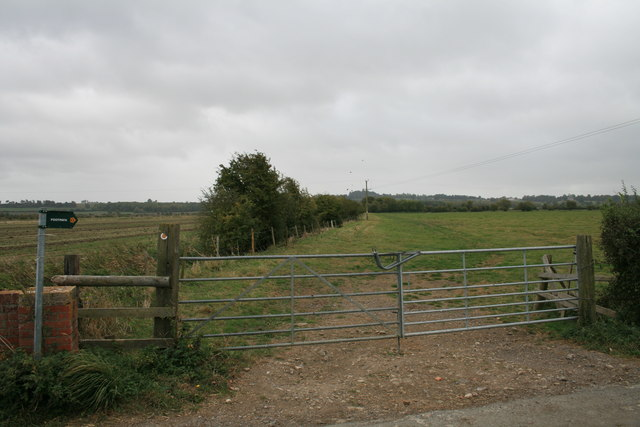 File:Footpath across the field - geograph.org.uk - 1533920.jpg