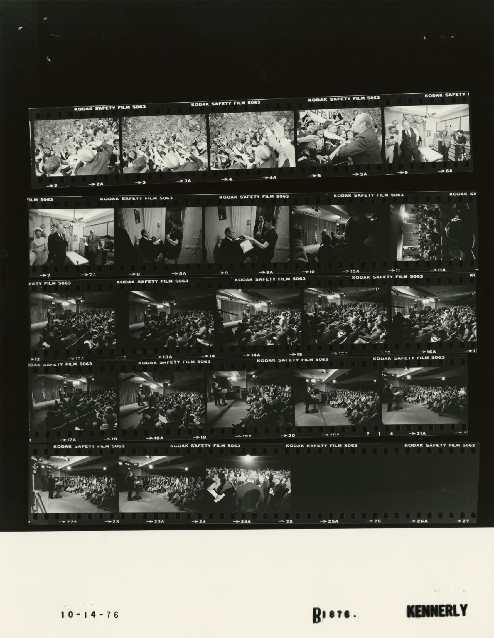 File:Ford B1876 NLGRF photo contact sheet (1976-10-13)(Gerald Ford