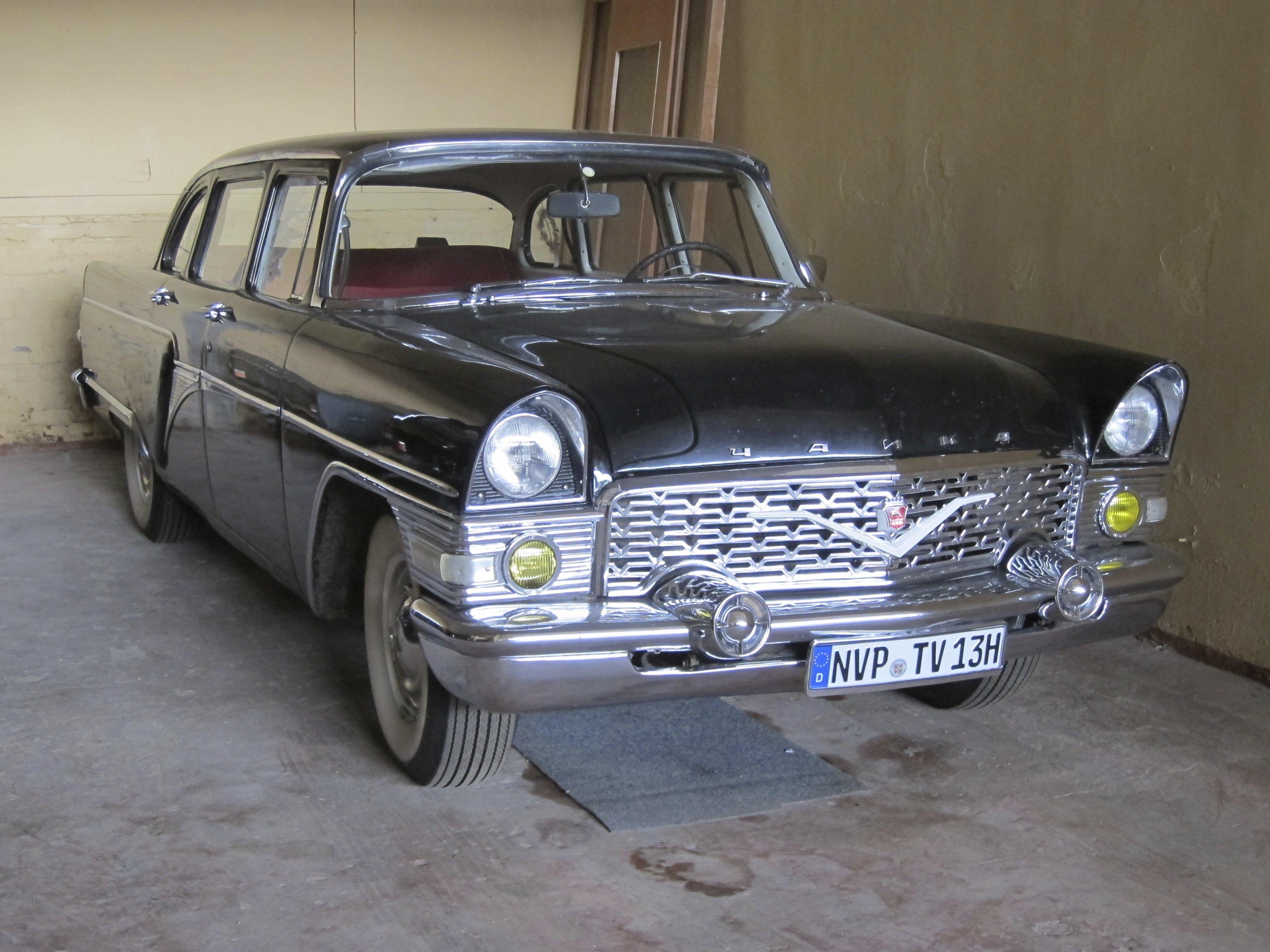GAZ-13_Tschaika_%2836309650053%29.jpg