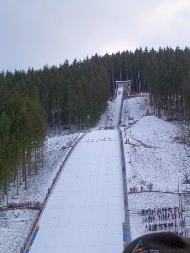 規定 スキー ジャンプ スーツ