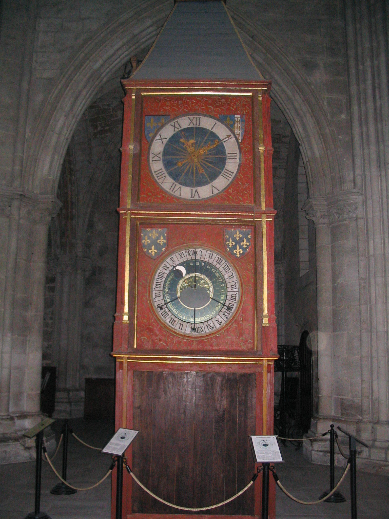 http://upload.wikimedia.org/wikipedia /commons/b/b2/Horloge_astronomique_Bourges.jpg