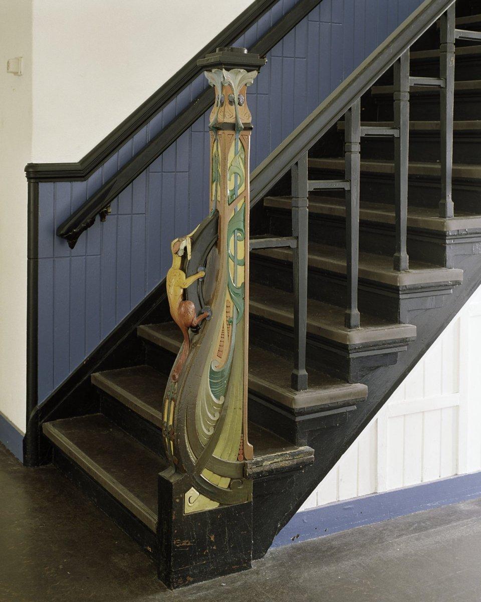 File interieur trappaal van de trap naar de tweede verdieping in de hal op de eerste verdieping - Model interieur trap ...