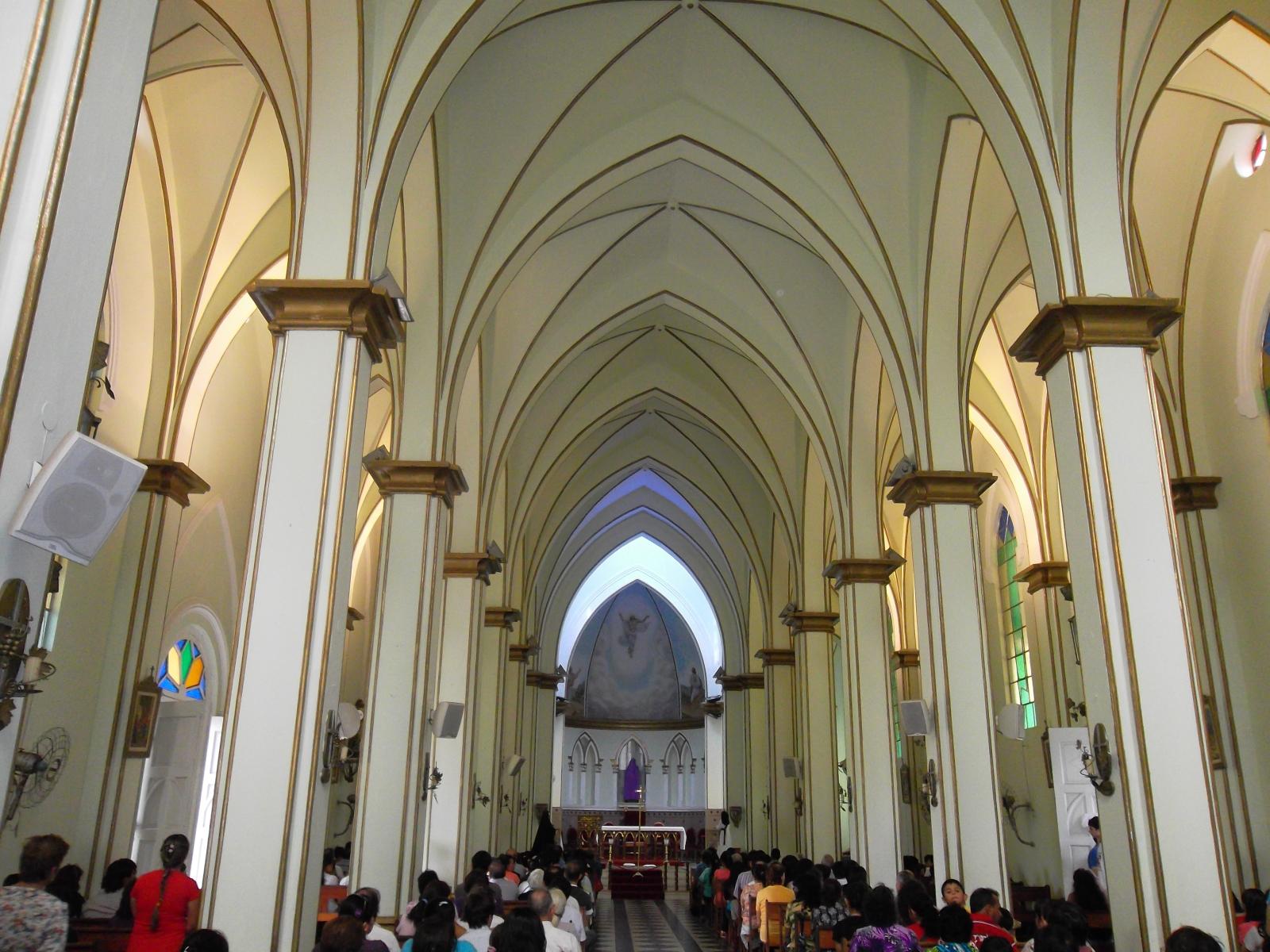 File interior catedral san lorenzo jpg wikimedia commons for Interior iglesia san lorenzo brunelleschi