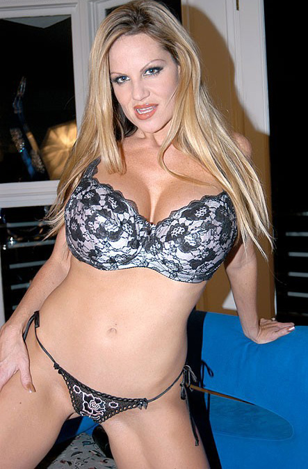 Kelly Madison is showing her natural big tits in a sexy underwear  1288979